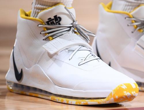 Top 10 Sneakers : Les Raptors Champions NBA et Curry rend hommage à Oakland !